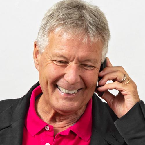Michael Birk am Telefon